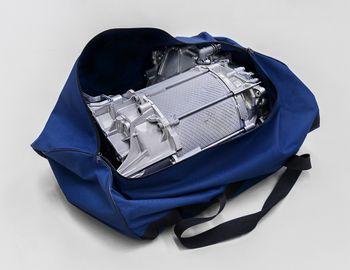 Elbilmotorer har langt færre deler enn forbenningsmotoren. Motoren til VWs ID.3 får plass i en sportsbag.