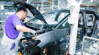Produksjonen av ID.3 er i full gang på VW-fabrikken i Zwickau. VW skal kutte inntil 7000 jobber i nær fremtid.