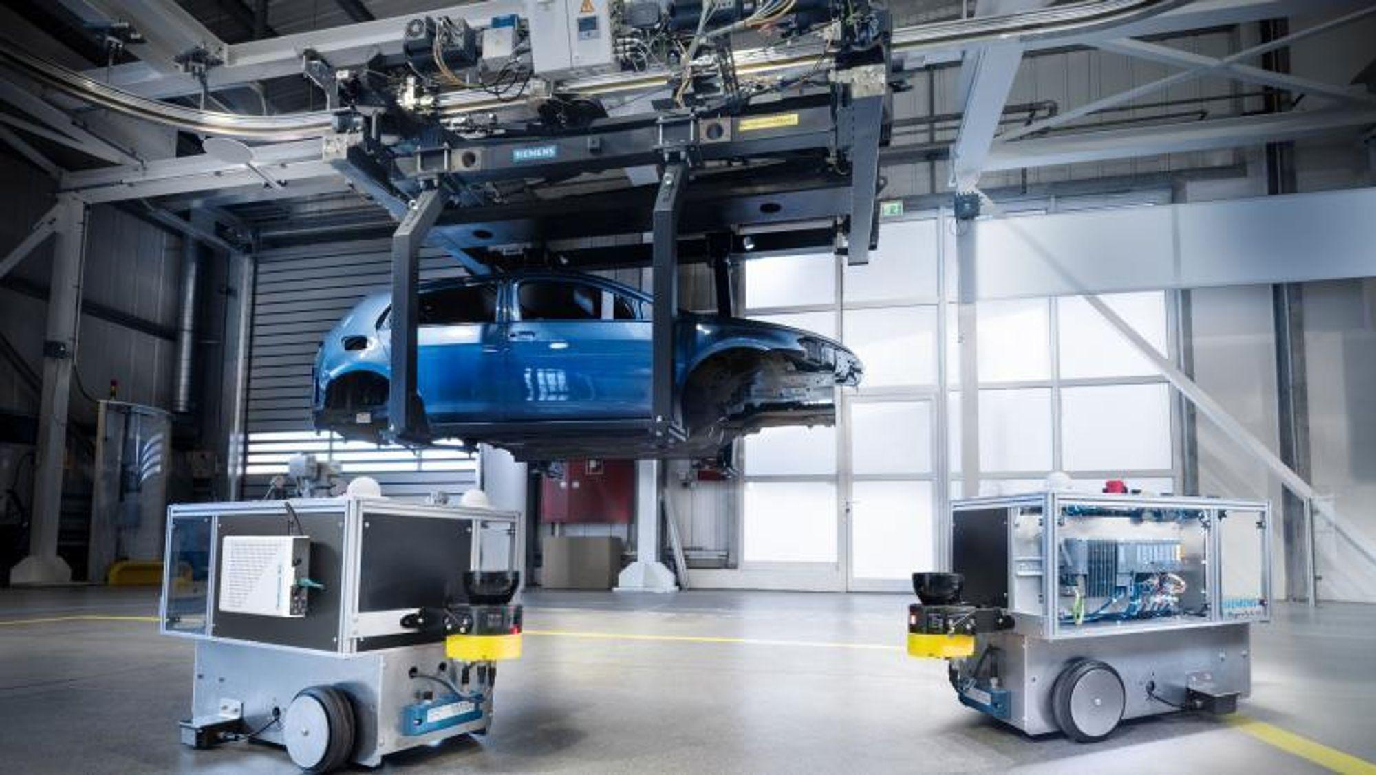 På Siemens' testsenter i Nürnberg er nå et privat 5G-nettverk i drift. Roboter som disse skal testes på nettverket.