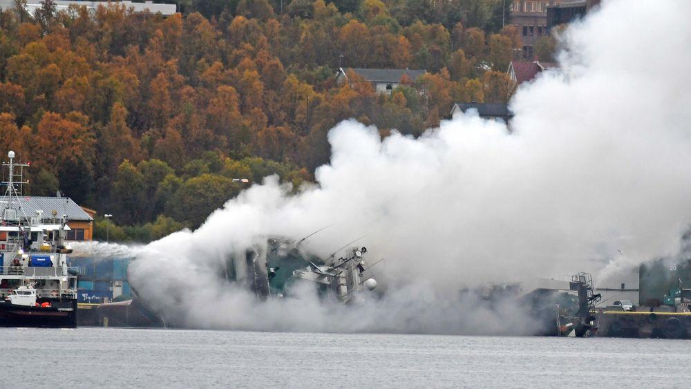 Den russiske tråleren Bukhta Naezdnik brant og sank i Breivika i Tromsø 25. september.