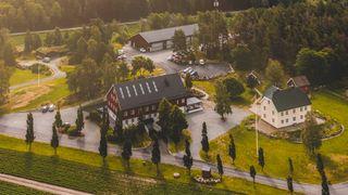 Dronebilde av Nærum gård i Rygge, hvor Braathe-gruppen holder til.