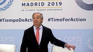 FNs generalsekretær António Guterres sier verden må velge mellom å takle klimaendringene eller overgi seg.