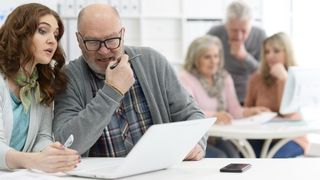 «OK, Boomer»: Fire trekk som forklarer hvorfor du må håndtere yngre arbeidstakere annerledes enn eldre