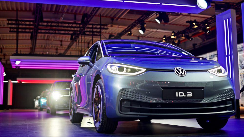 Bloomberg New Energy Finance anslår gjennomsnittlig batteripris per kilowattime på bakkenivå til 156 dollar i 2019. VW har tidligere hintet til New York Times at de betaler rundt 100 dollar per kilowattime for batteriene i ID3. Her er ID3 utstilt i Zwickau.