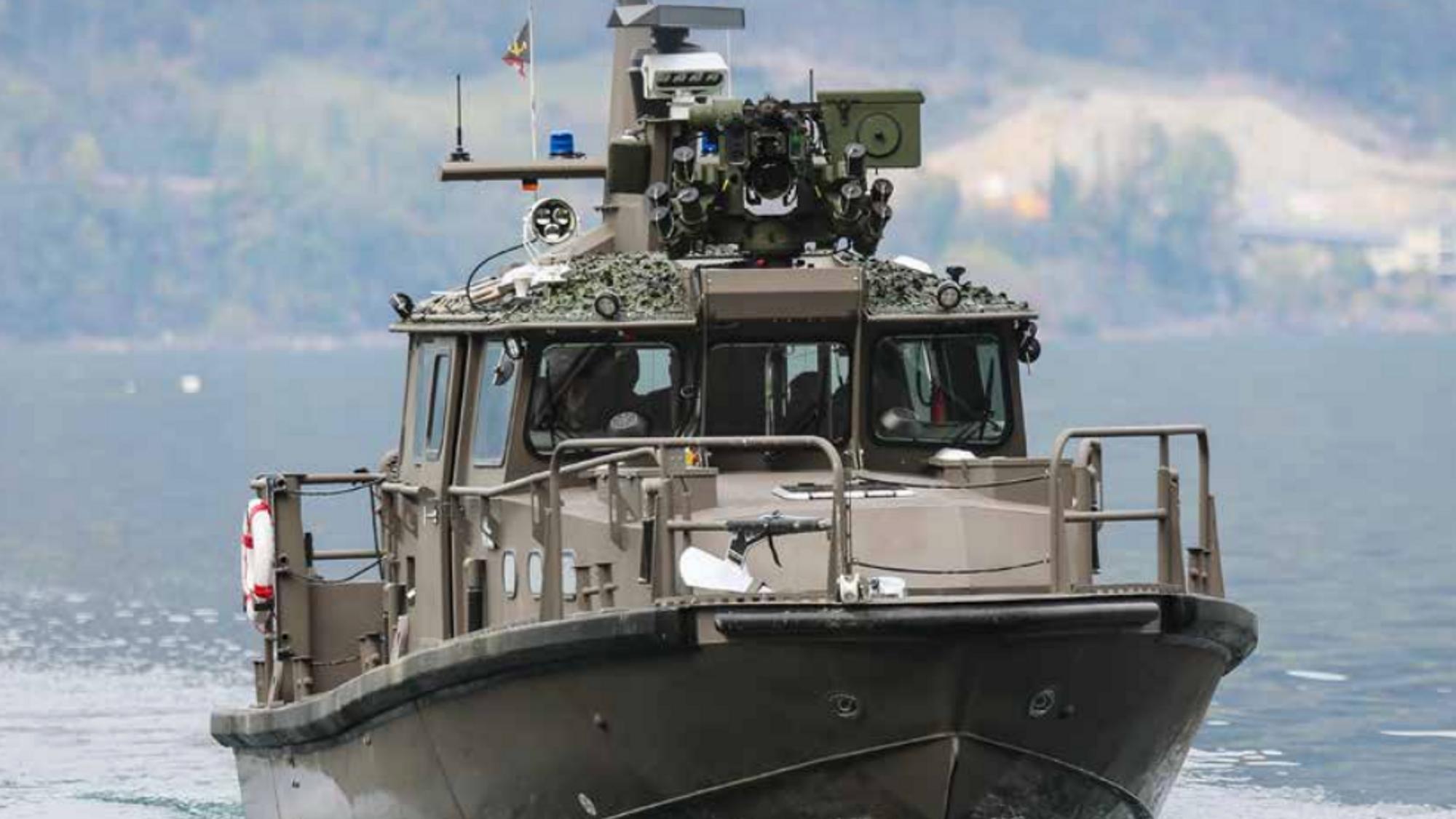 Sveitsisk patruljebåt med Protector RWS.