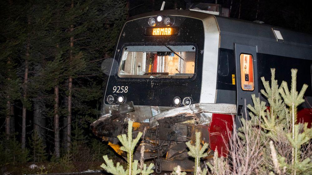 I november 2018 kollidertre et tog på vei til Hamar med en lastebil og sporet av mellom Koppang og Atna. Lastebilsjåføren omkom.