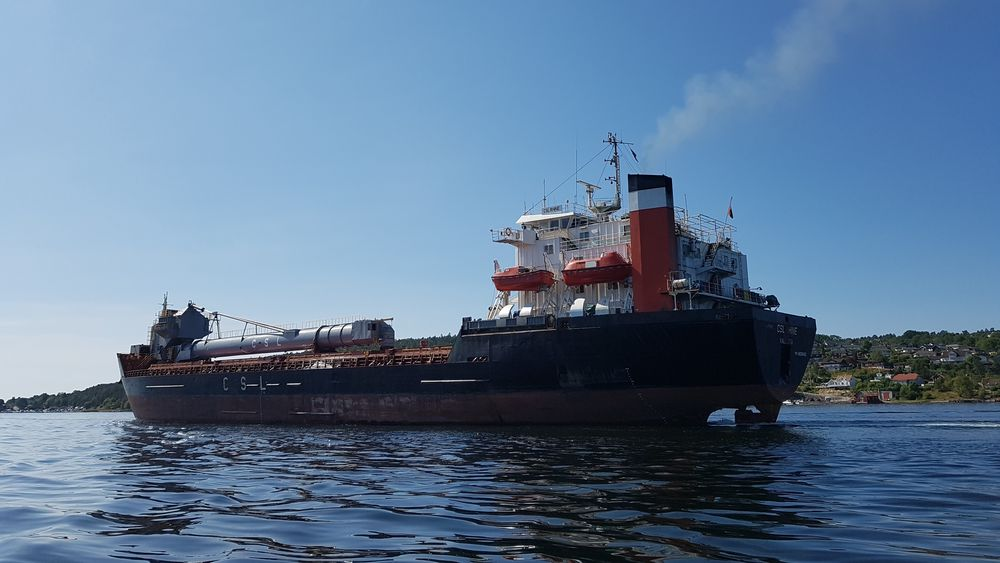 Bulkskip på vei ut Langesundfjorden. Dette er innenfor ECA_sonen og skip må ha under 0,1 prosent svovel i drivstoffet.