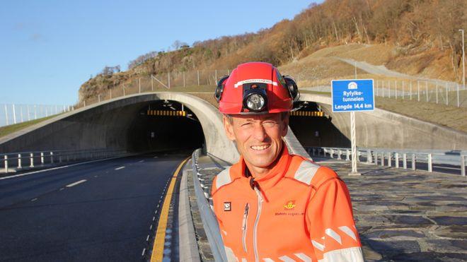 Etter 6,5 millioner arbeidstimer åpnes 53 kilometer med rekordtunnel