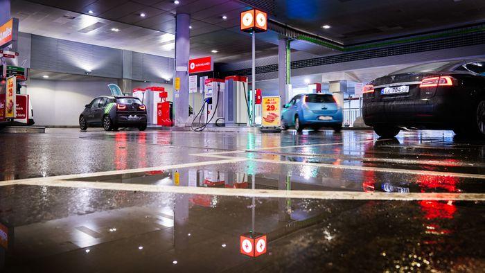 På Alexander Kiellands plass har Circle K fjernet drivstoffpumper og erstattet dem med hurtigladere.