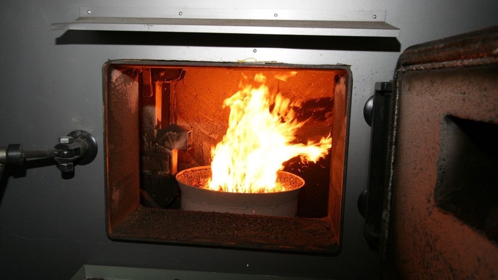 En fyrkjele i et vannbårent system kan også fyres med pellets, bioolje, strøm eller bergvarme. – Ikke fjern det vannbårne anlegget, er det klare rådet fra Enova.