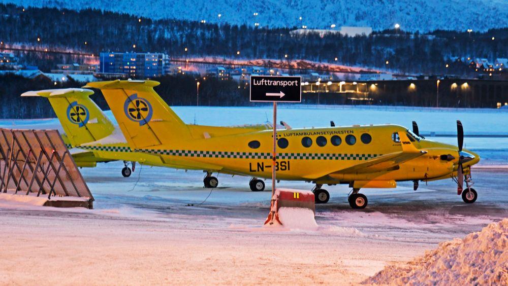 De nye ambulanseflyene, Beech B200GT Super King Air, utenfor hangaren til Babcock i Tromsø.
