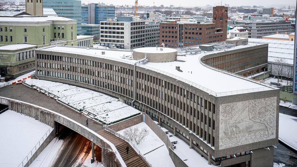 Fylkesmannen i Oslo og Viken godkjenner vedtaket om riving av Y-blokka, men ber regjeringen vurdere saken på nytt.