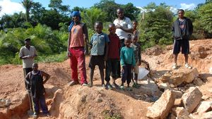 /2508/2508805/Child_labor%2C_Artisan_Mining_in_Kailo_Congo.300x169.jpg