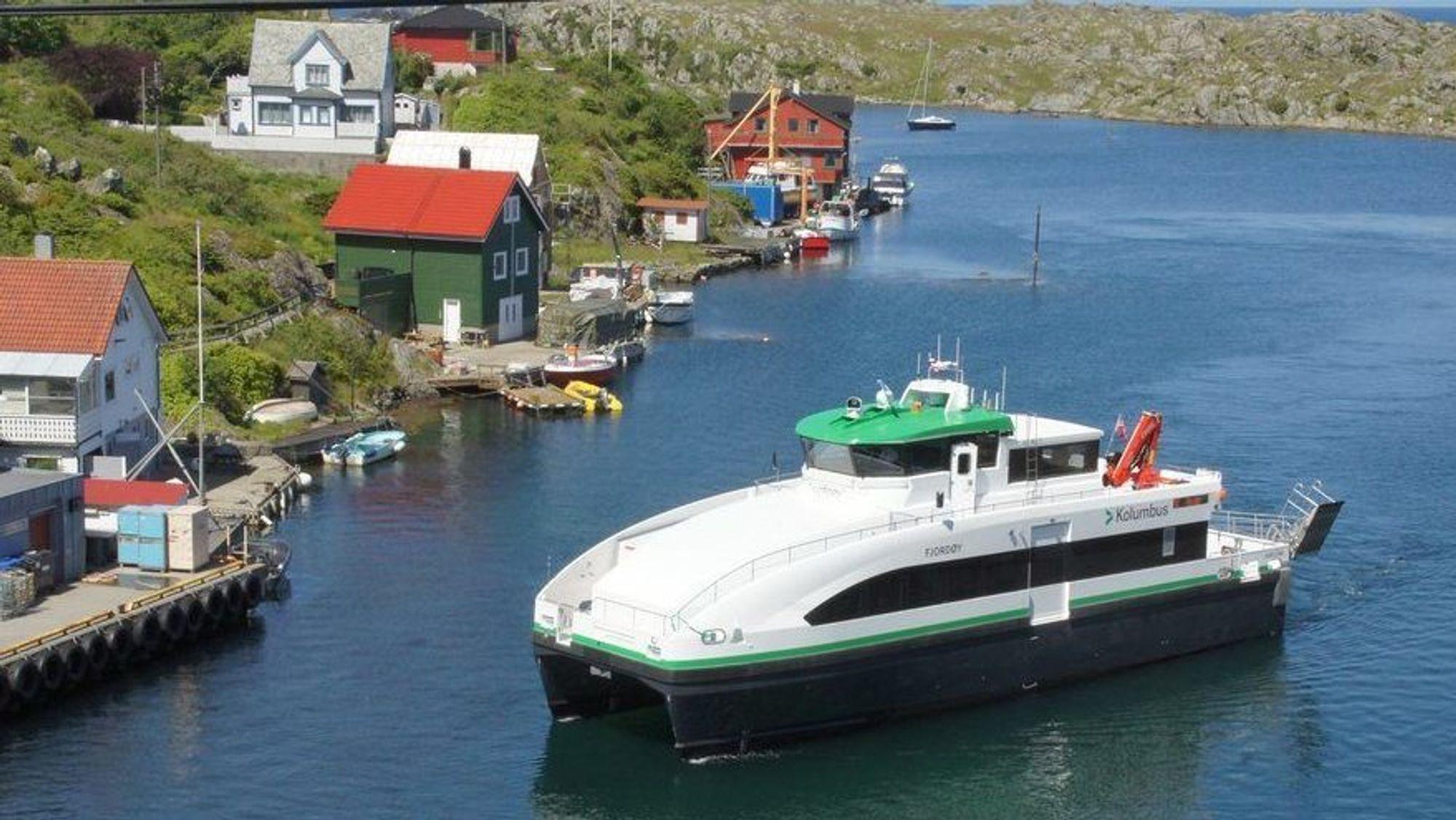 MS Fjordøy er en tradisjonell hurtigbåt med to dieselmotorer. Søsterskipet MS Fjordled er hybrid og har batteripakker og elektromotorer i tillegg. Begge er 24 meter lange, har plass til 89 personer og går i 20 knop.