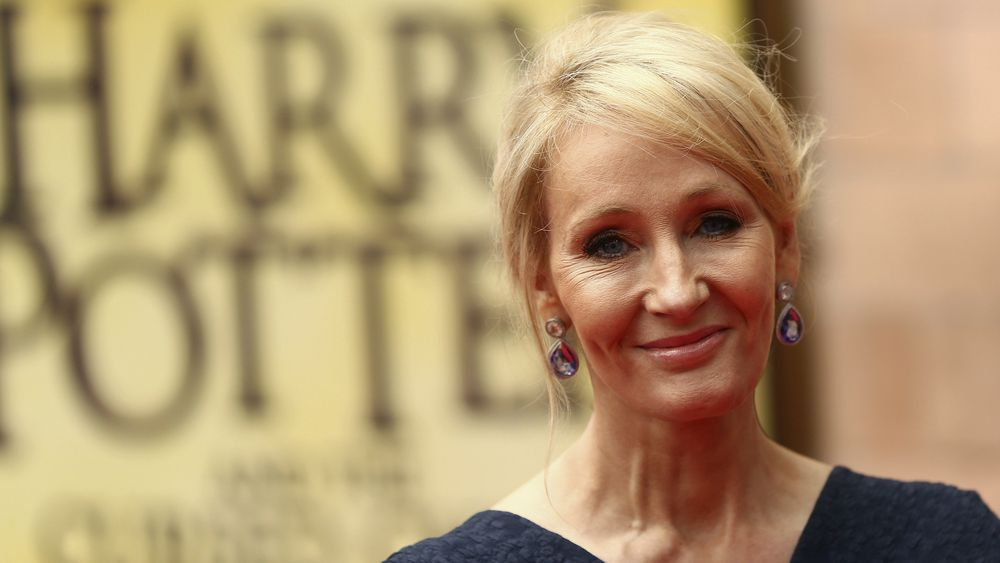 Baderommet, soverommet og bussen utgjør de tre kreativitets-B-ene «bath, bed, and bus» som regnes for å være de mest vanlige stedene aha-opplevelsene inntreffer. J.K. Rowlings Harry Potter-figur dukket opp på en togreise.