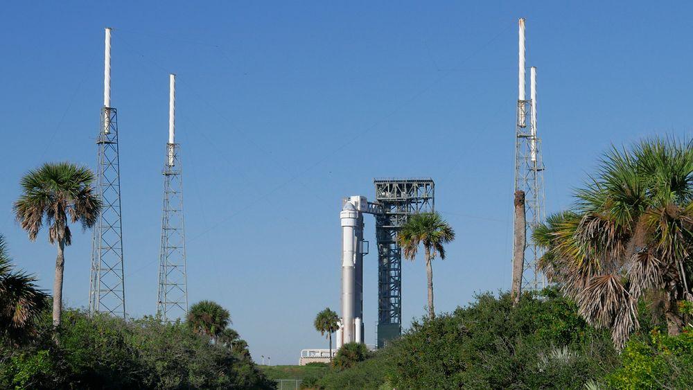 En Atlas V-rakett står klar på Cape Canaveral i Florida, med Boeings nye Starliner-kapsel i fronten. Fredag skal romfartøyet på sin første, ubemannede testtur.