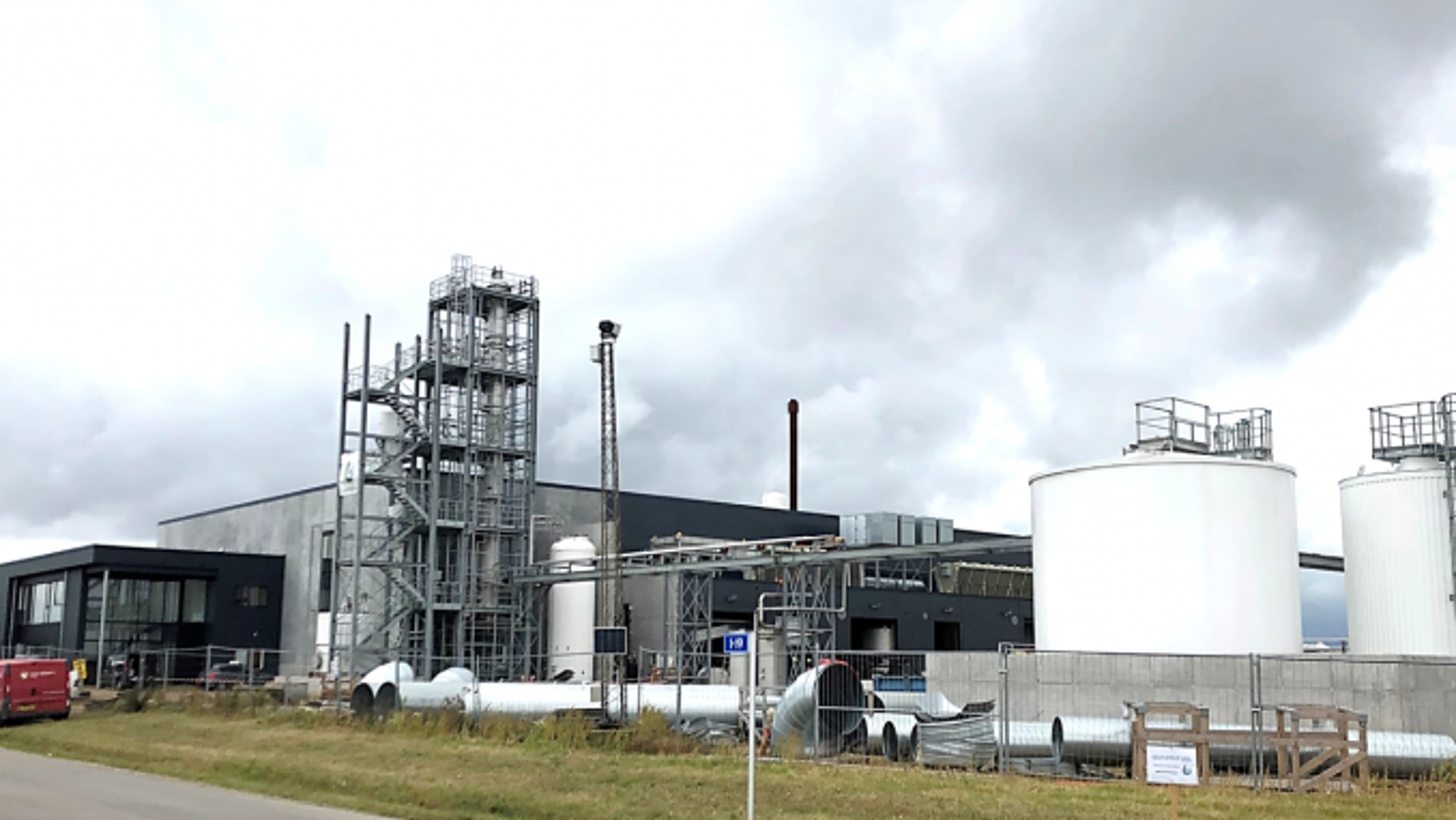 Quantafuel-fabrikken i Skive i Danmark har hatt problemer med å få diesel utvunnet fra plastavfall som gjenvinning. Nå blir plastavfallet ny plast i stedet.
