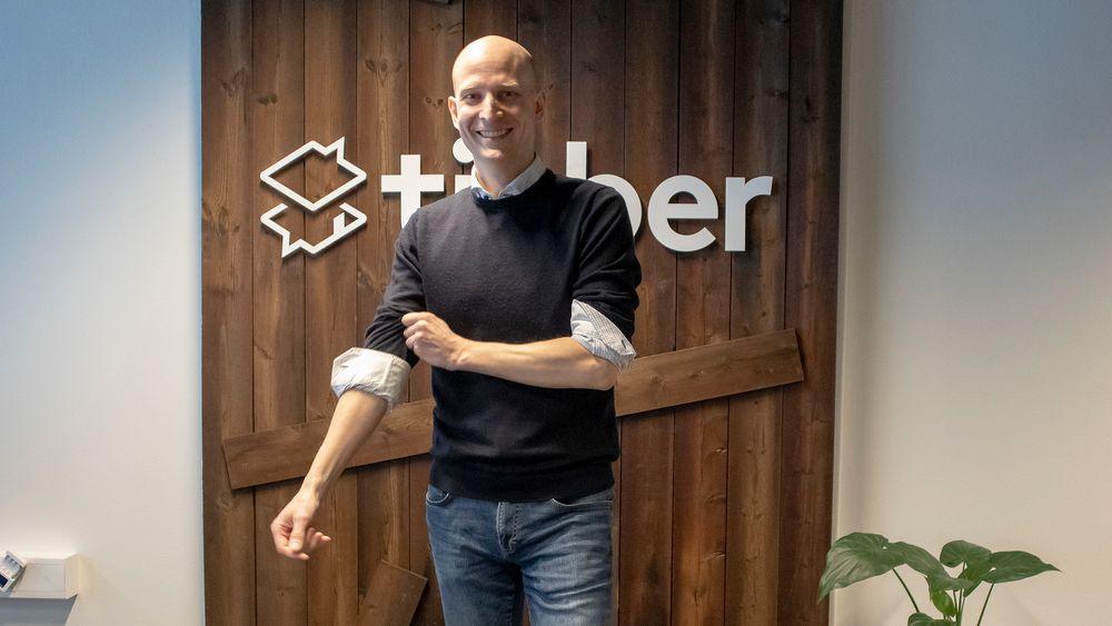 Direktør og gründer i Tibber, Edgeir Vårdal Aksnes, tror at fremtidens lamper og høyttalere vil tilby energilagring, og at mer bruk av hjemmebatterier vil føre til at flere vil koble seg av kraftnettet .