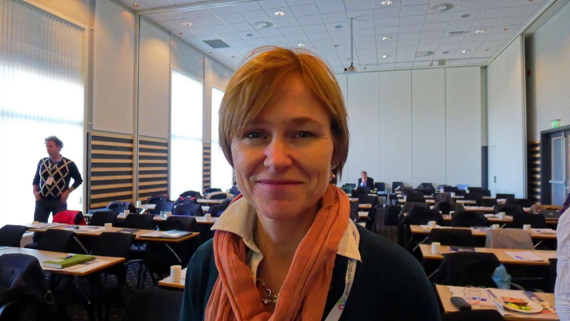 Monica Havskjold, er avdelingsleder for miljø, energi og teknikk hos Erichsen & Horgen. Hun liker rehab-prosjektet i Sverige, men stiller spørsmål ved bruken av hydrogen, og at de har gått off-grid.
