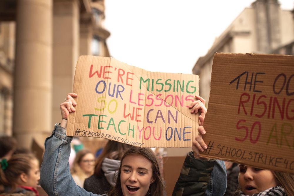 Dagens skolestreikere er morgendagens voksne forbrukere, politikere og arbeidskraft. De vil ikke jobbe i bransjer som ikke tar miljø- og klimaansvar mer på alvor.