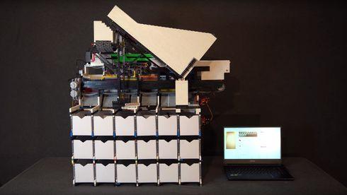 Lego-sorteringsmaskinen består av rundt 10.000 klosser.
