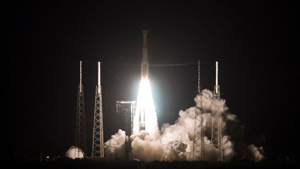 Boeings nye romfartøy Starliner tok av fra Cape Canaveral fredag.