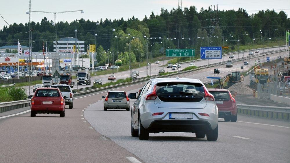 I 2017 var CO2-utslippene fra den svenske transportsektoren 17 millioner tonn. Personbiler sto for 67 prosent av utslippene.
