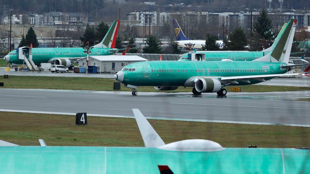 Et Boeing 737 Max-fly som bygges for Norwegian, på vei ut på rullebanen for en testflygning 11. desember ved flyplassen i Renton i Washington i USA. Nye dokumenter fra Boeing viser at selskapets ansatte har meldt om problemer ved flytypen 737 Max.