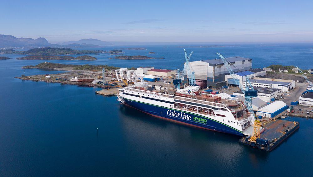 Color Hybrid ved utrustningskaia hos Ulstein mai 2019. Ulstein tror det blir flere og enda mer miljøvennlige skip i ordrebøkene framover.