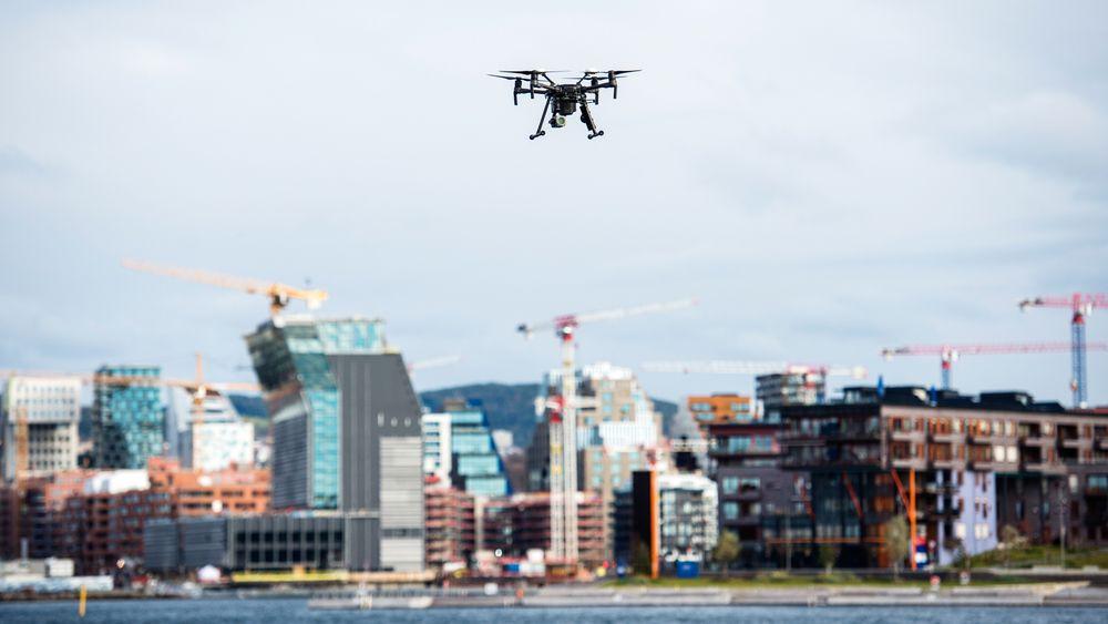 NYE REGLER: Fra 2020 må de fleste droneflygere registrere seg og ta kurs for å kunne fly videre.