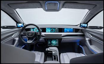 Interiøret i den tyrkiske SUVen er moderne, med mange skjermer - men uten et klassisk bakspeil i taket.
