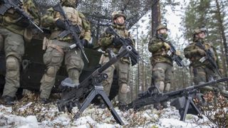Rapport: Forsvaret kan spare milliarder på smartere innkjøp