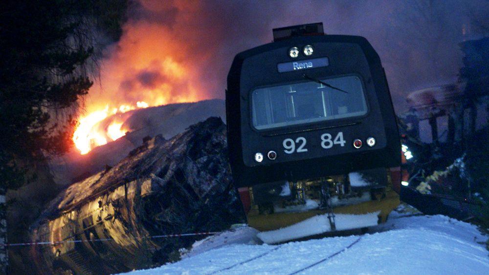 Rett over nyttår 2000 kolliderte et lokaltog fra Hamar med et fjerntog fra Trondheim. Lørdag 4. januar er det 20 år siden 19 mennesker omkom i Åsta-ulykken.