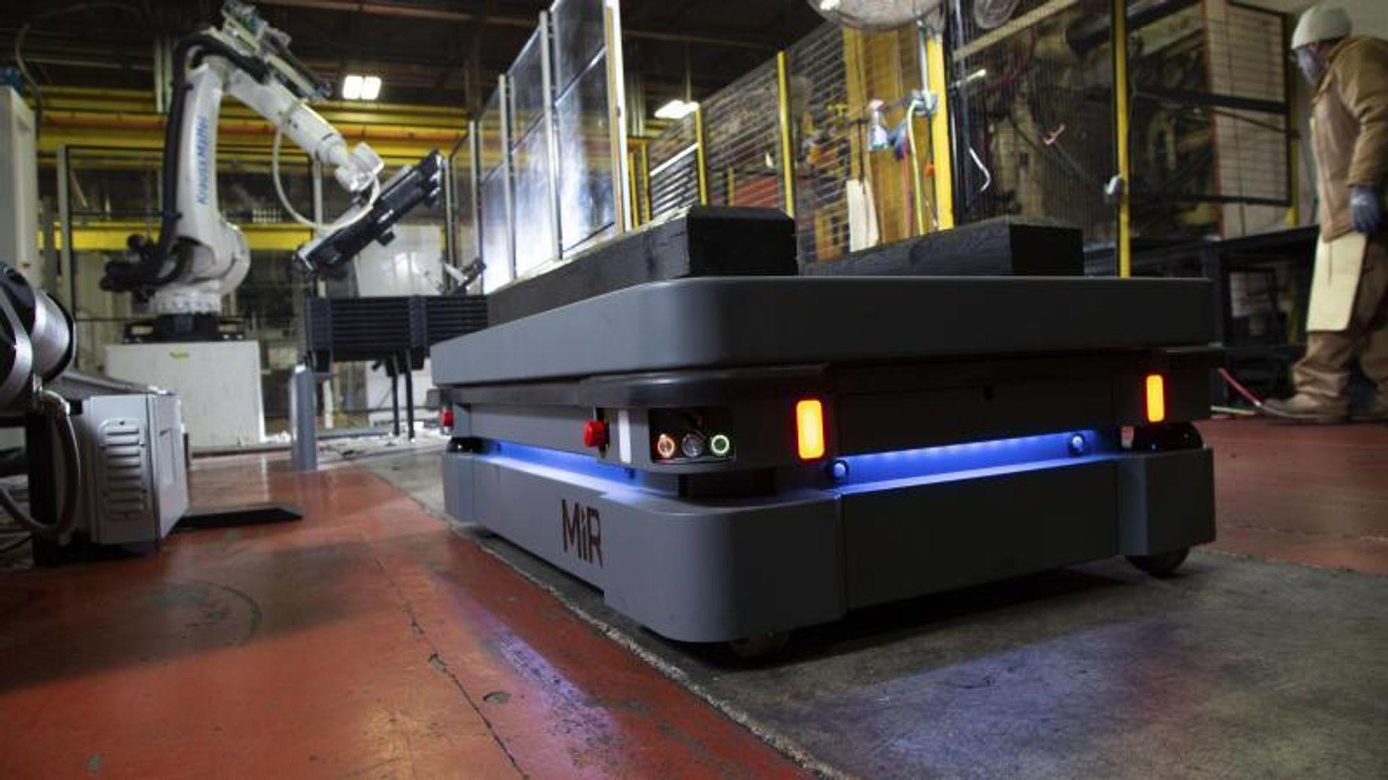 Danske MiRs mobile roboter har blitt populære ute i industrien. Nå forsøker MiR å få enda flere roboter ut til kundene ved å implementere nye forretningsmodeller med leasing.