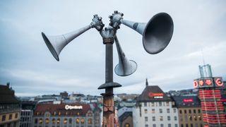 Nå kan også hørselshemmede få med seg flyalarmen