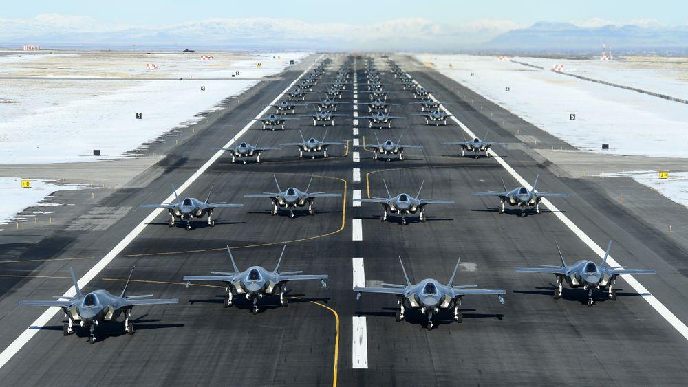 Hele 52 F-35A samlet på rullebanen på flybasen Hill i forbindelse med «Combat Power Exercise» i starten av januar.