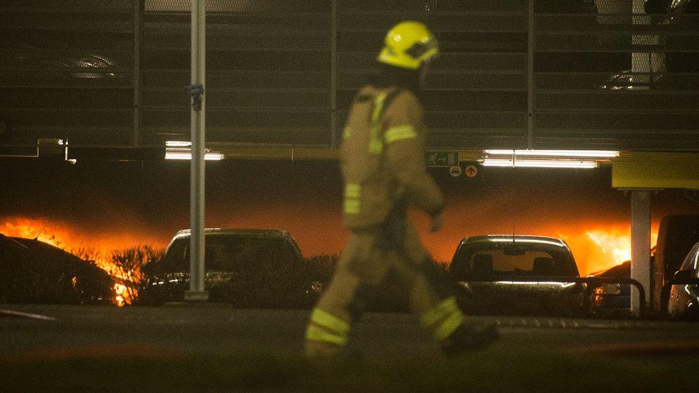 Storbrannen på Sola har gjort at debatten om elbilenes brannsikkerhet har blusset opp igjen.