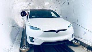 Musk lover at tunnelen hvor man kan suse i 240 kilometer i timen skal stå ferdig i år