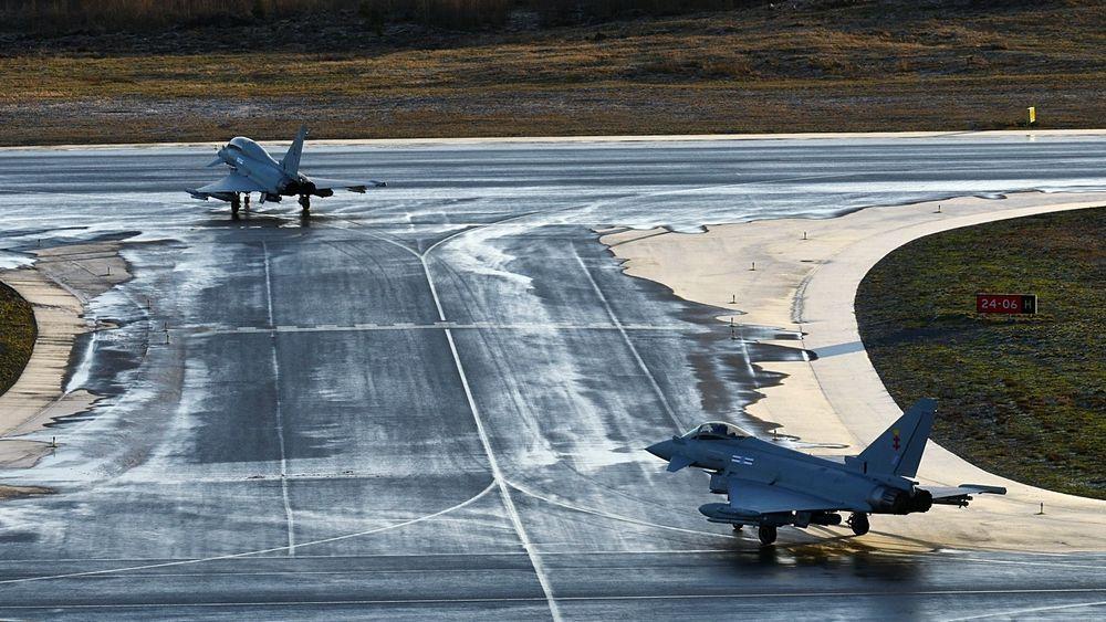 To britiske Eurofighter Typhoon landet torsdag på Pirkkala der de skal testes ei uke under finske forhold. Dette er de første av til sammen fem kandidater som skal gjennomgå samme testing i Finland.