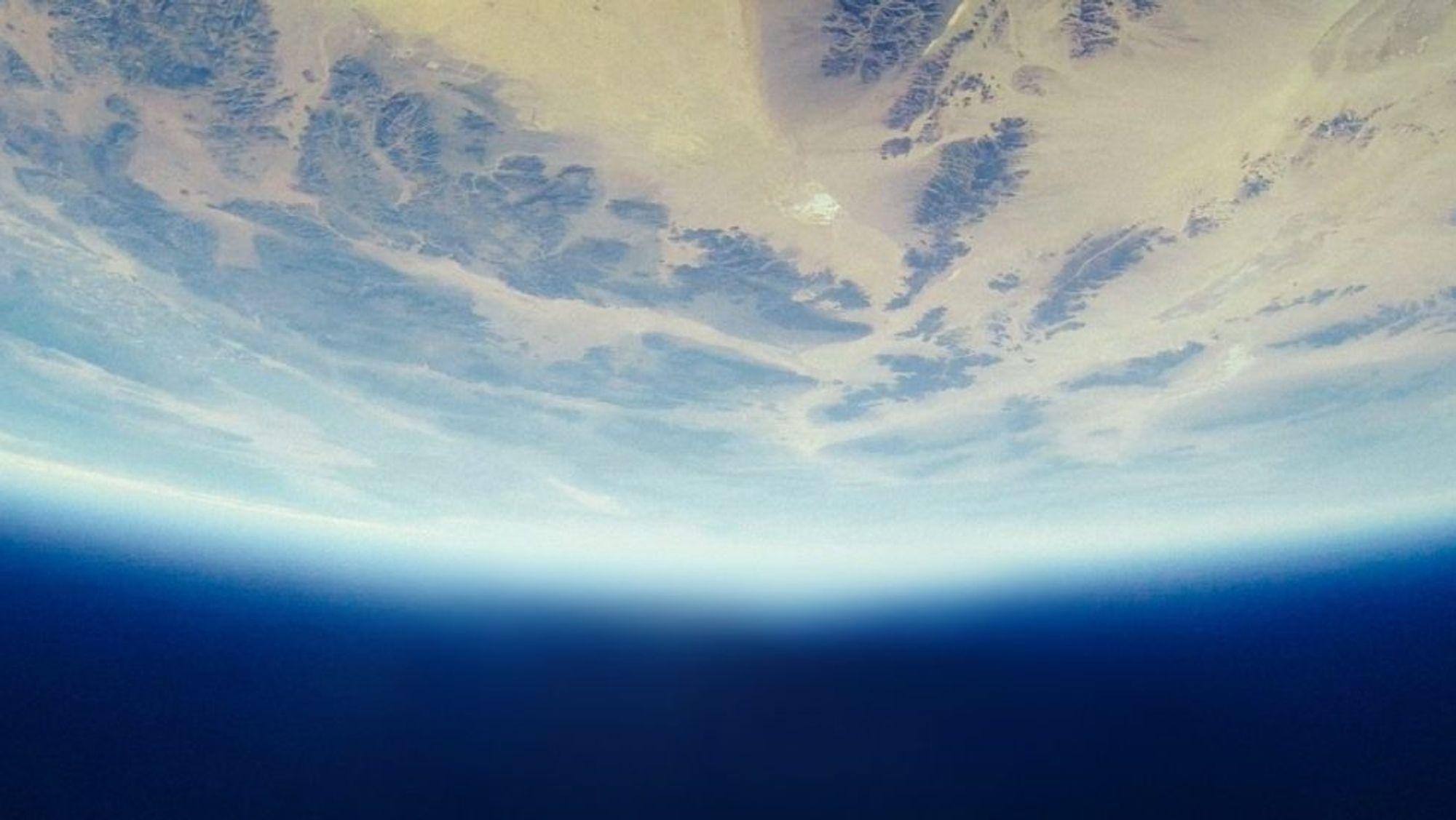 Klimagassen SF6 har mellom 22 000 og 23 500 ganger sterkere oppvarmingspotensial enn CO2, sett i et 100-årsperspektiv. Konsentrasjonen av gassen i atmosfæren er økende. Men bruken er under streng kontroll.