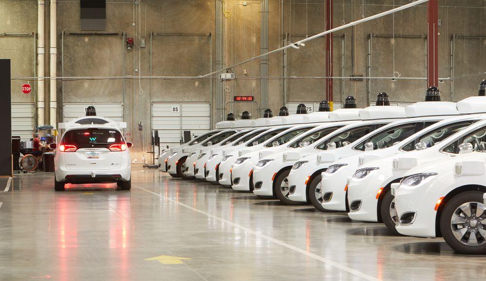 Selvkjørende biler er på vei, og Waymo er blant dem som utvikler slik teknologi. På veien din må vi innom flere nivåer av automatisering, og i Norge åpnes det neste år for nivå 3. Det er et stykke unna målet, som er nivå 5.