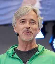 - Vi vil skape verdens mest erfarne sjåfør, sier Waymo-sjef John Krafcik.