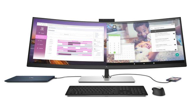 Moderne PC-oppsett, en bærbar PC koblet til et eksternt tastatur, mus og en diger skjerm.