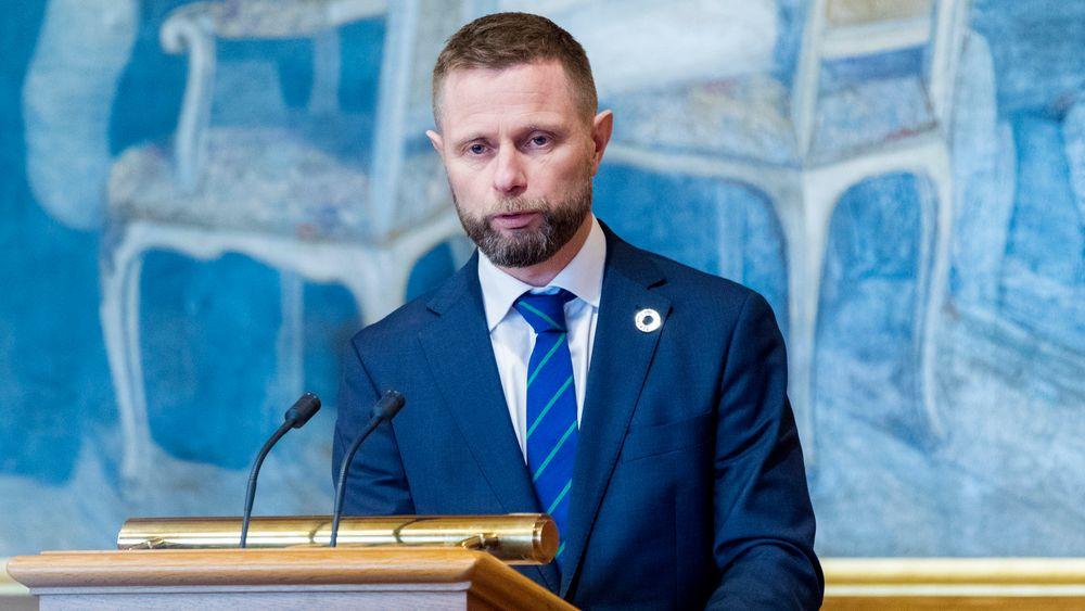 Helseminister Bent Høie (H) redegjorde onsdag for Stortinget om situasjonen i luftambulansetjenesten.
