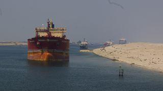 Svovel: Suez-kanalen forbyr åpne scrubbere