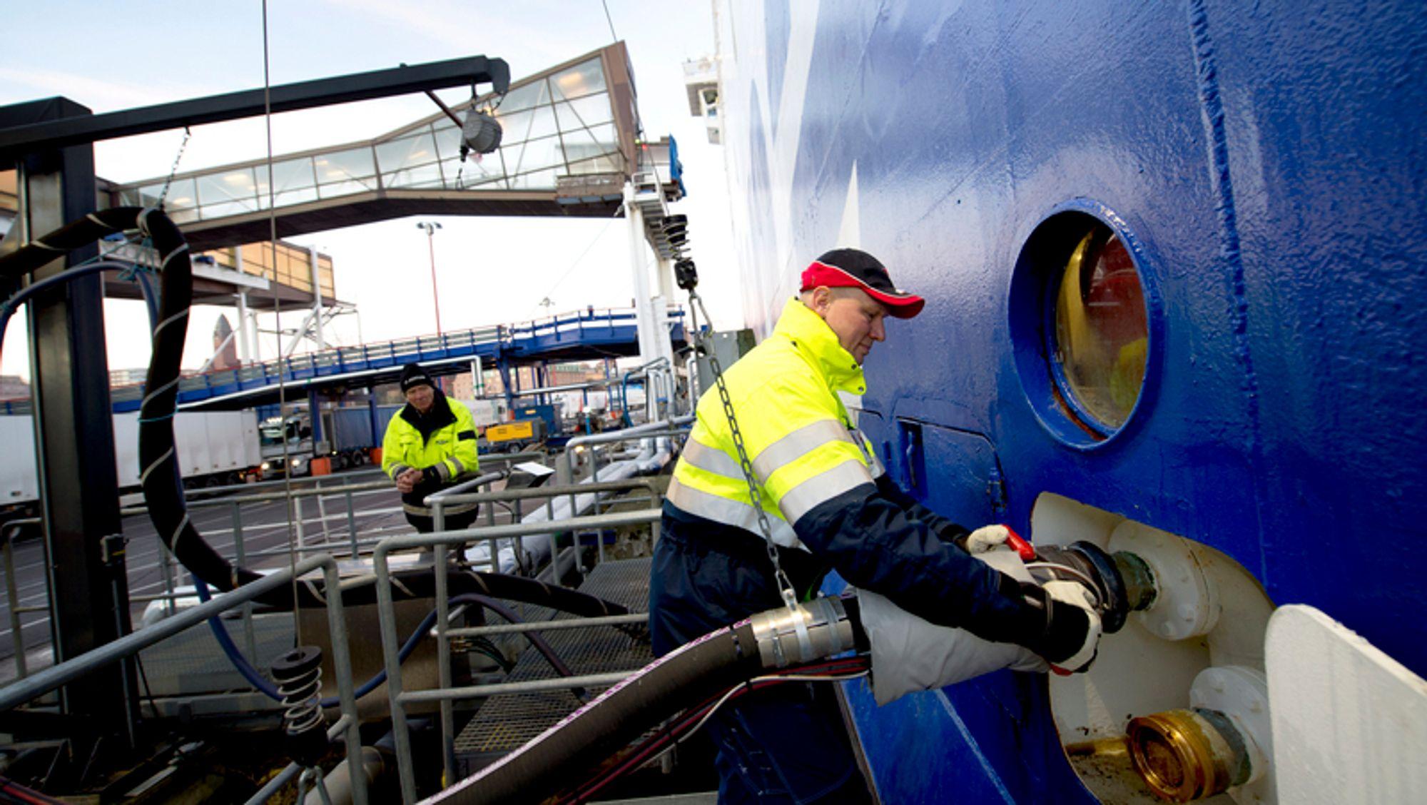 Den svenske bil -og passasjerferga «Stena Danica» kobles på fjernvarme ved havna i Göteborg. Flere aktører jobber for å få til det samme ved havner i Norge. I Bodø ser de på fjernvarme til havna i forbindelse et større byutviklingsprosjekt.