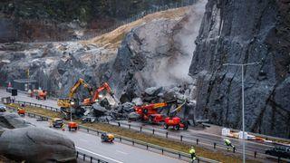 Ekspertene anbefaler å sprenge bort fjellet etter raset på E18 – men er usikre på hvor mye som bør fjernes