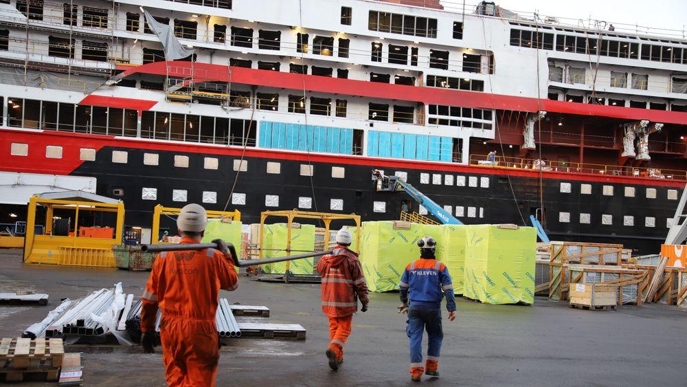 Hurtigruten har fått overlevert begge sine ekspedisjonsskip og vil nå ut av Kleven Verft. Nye oppdrag sørger for at nedbemanningen er stanset.