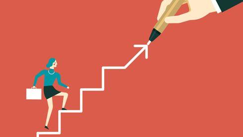 Vektortegning - kvinne som går opp trapp