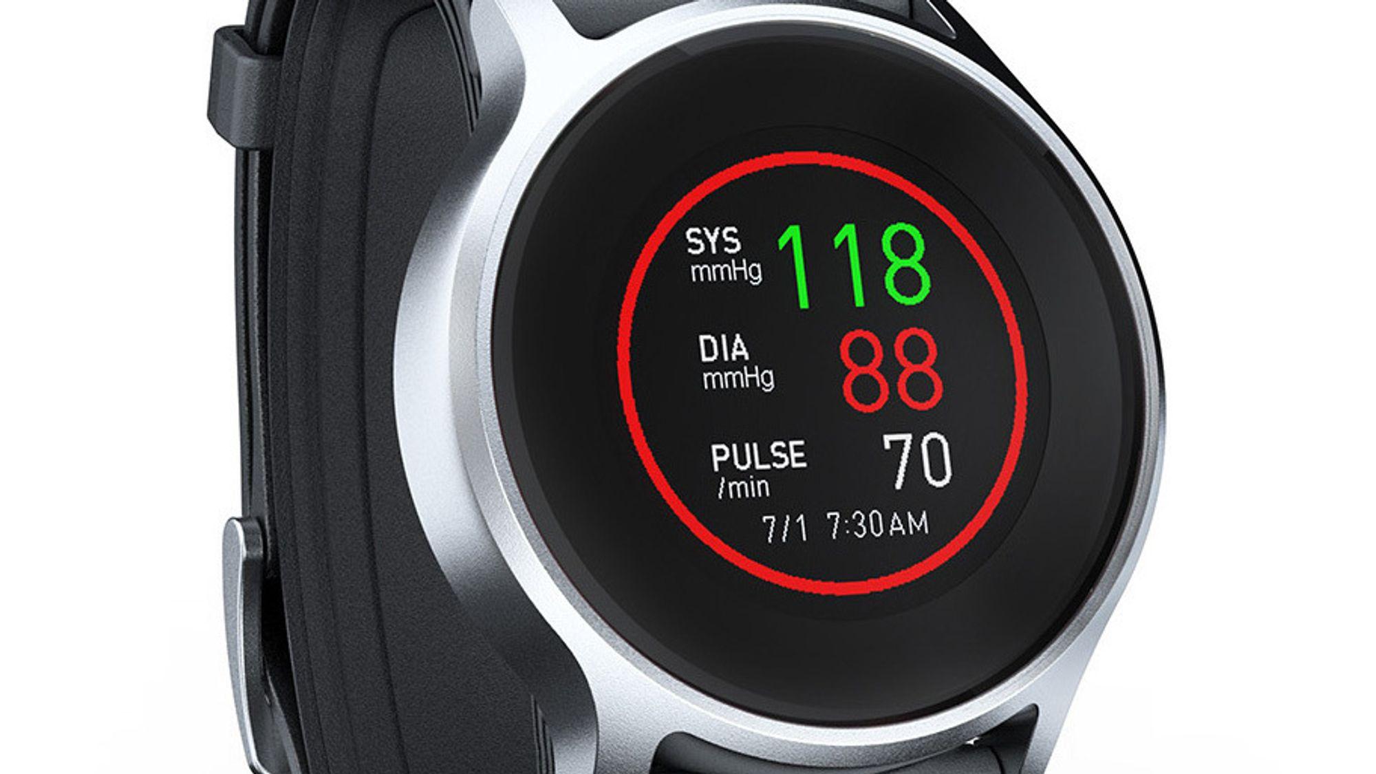 Smartere smartklokke: Etter flere år på CES er Omrons smartklokke med innebygget blodtrykksmåler endelig i salg.